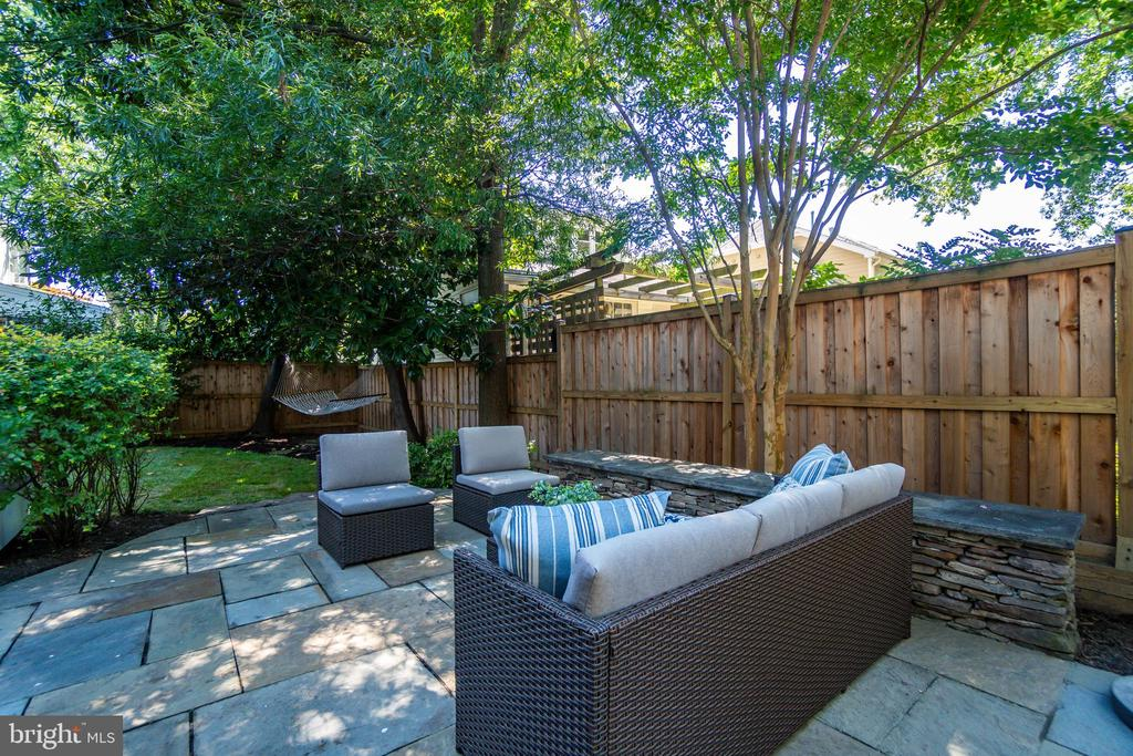 Extensive hardscaping throughout the yard - 3506 7TH ST N, ARLINGTON
