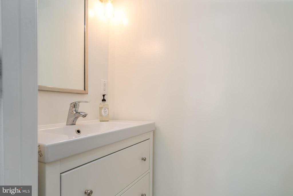 Powder room located off of the main level - 3506 7TH ST N, ARLINGTON