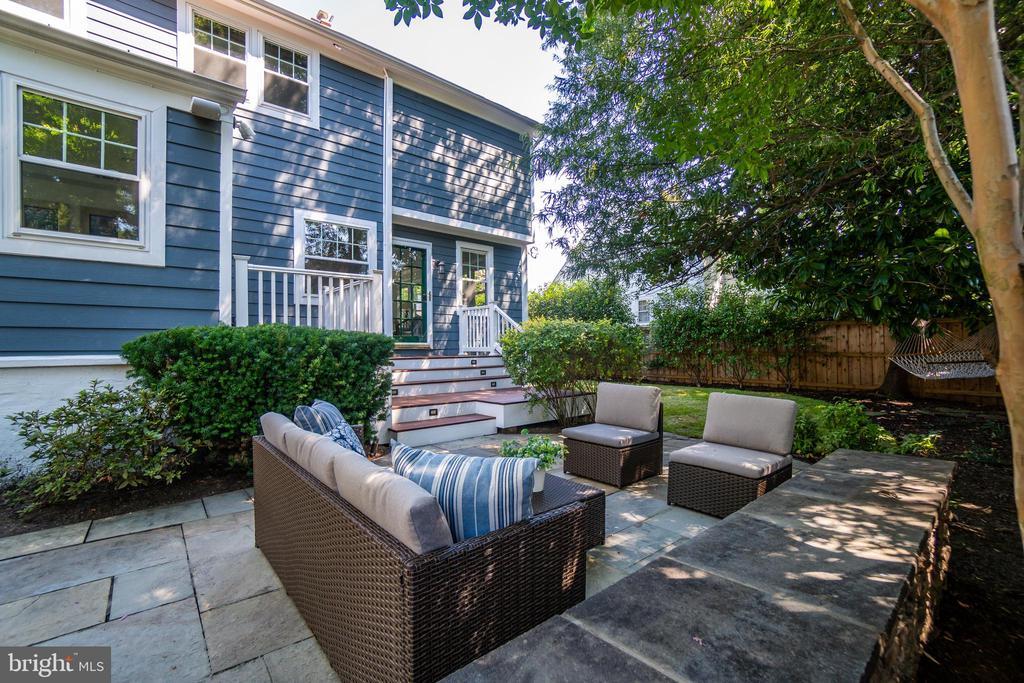 Flagstone patio ideal for entertaining - 3506 7TH ST N, ARLINGTON