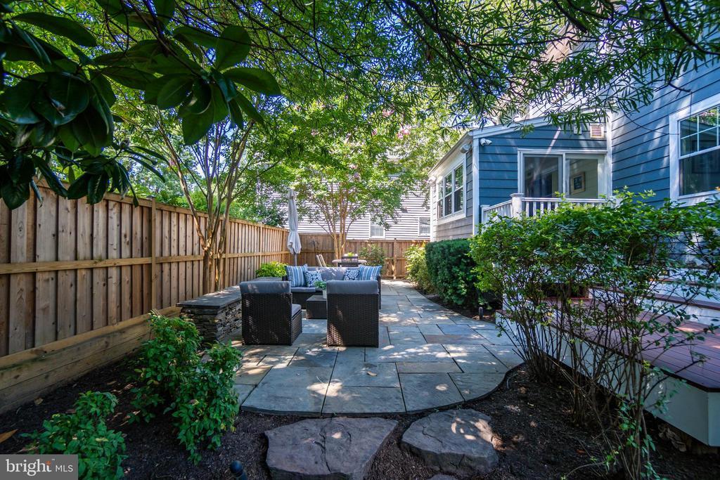 Thoughtfully designed back yard - 3506 7TH ST N, ARLINGTON