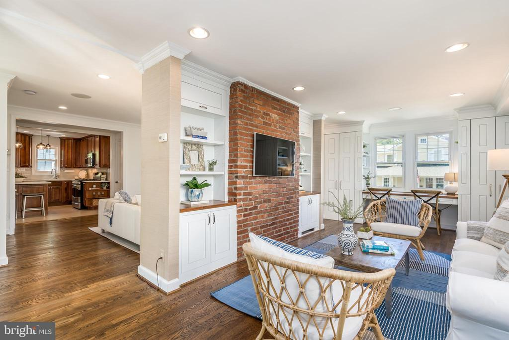 Spacious and bright family room - 3506 7TH ST N, ARLINGTON