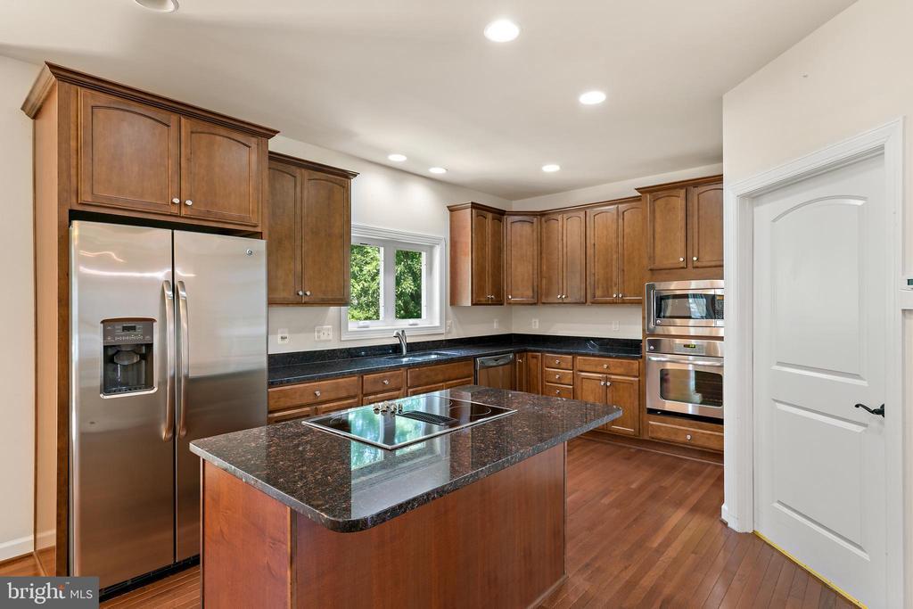 kitchen - 7304 BACKLICK RD, SPRINGFIELD