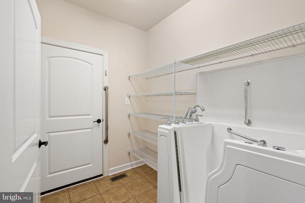 mud room with tub and avialable laundry - 7304 BACKLICK RD, SPRINGFIELD