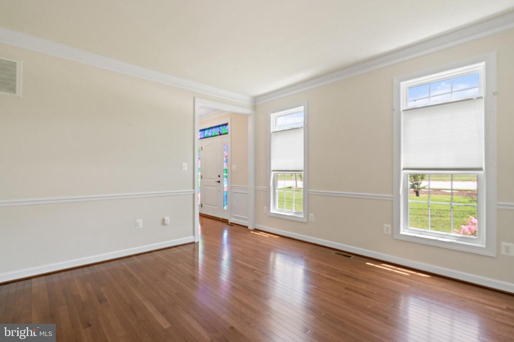 living room - 7304 BACKLICK RD, SPRINGFIELD
