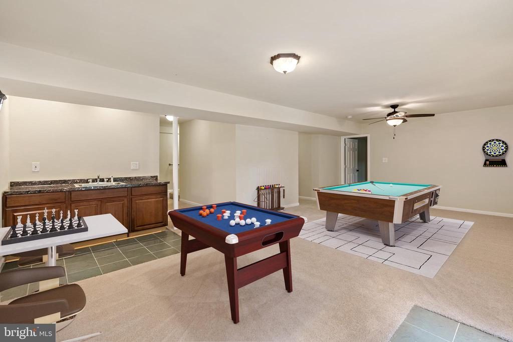 VS recreation room with wet bar - 7304 BACKLICK RD, SPRINGFIELD