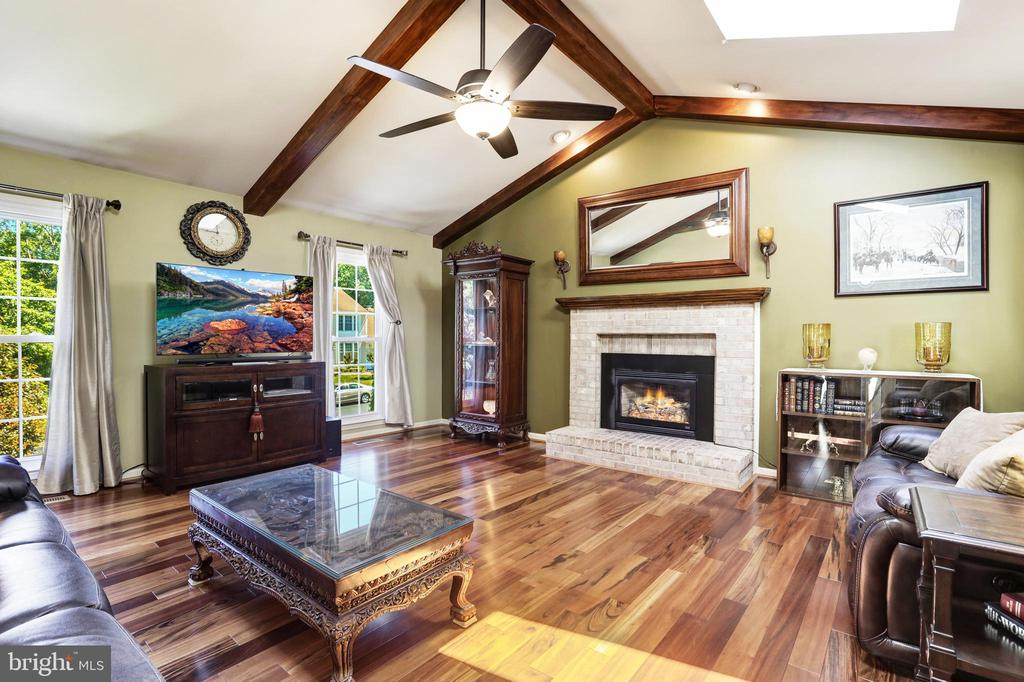 Family room with cathedral ceiling and skylights - 13915 MARBLESTONE DR, CLIFTON