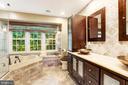 Spa like master bathroom - 13915 MARBLESTONE DR, CLIFTON