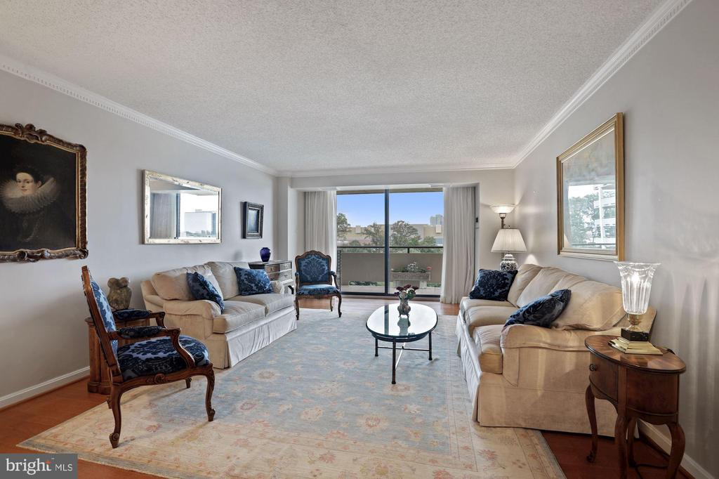 Living Room opens to double balcony - 1800 OLD MEADOW RD #1106, MCLEAN