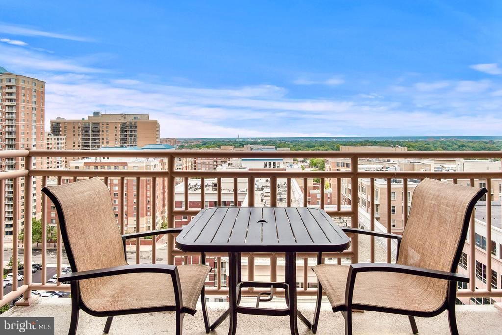 Private balcony with DC views - 888 N QUINCY ST #1506, ARLINGTON