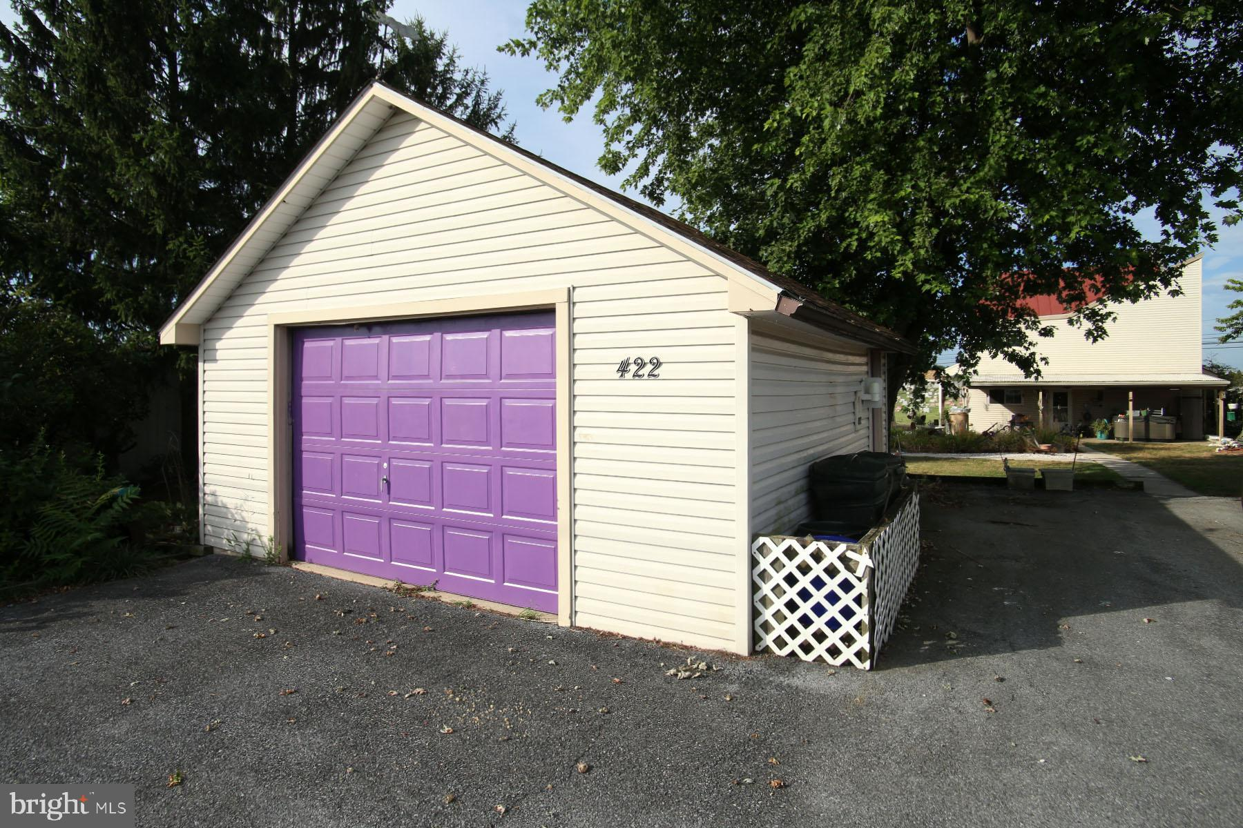 Oversized 1 car garage