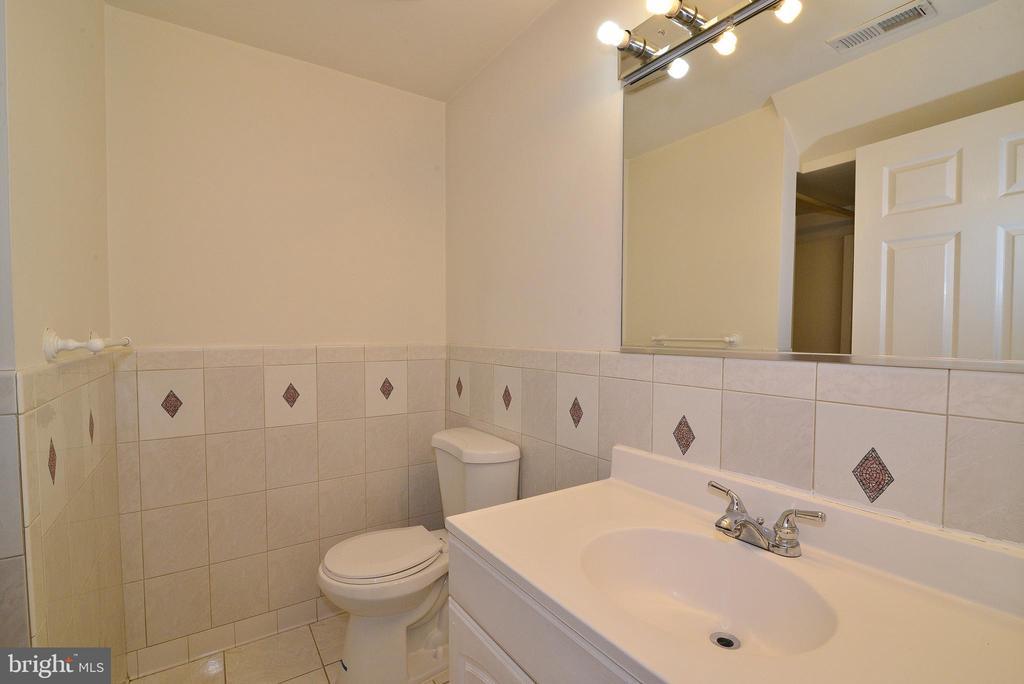 Bathroom 4 - 3366 BANNERWOOD DR, ANNANDALE