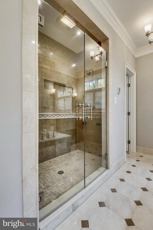 Master Shower - 6811 CLIFTON RD, CLIFTON