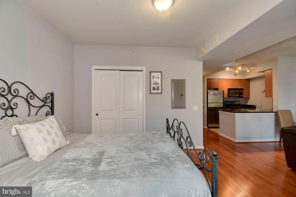 Separate bedroom nook - 1021 N GARFIELD ST #323, ARLINGTON