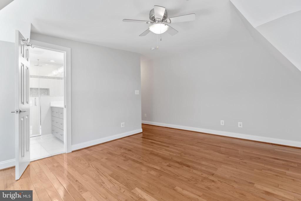 Master Bedroom - View to Master Bath - 3518 10TH ST NW #B, WASHINGTON