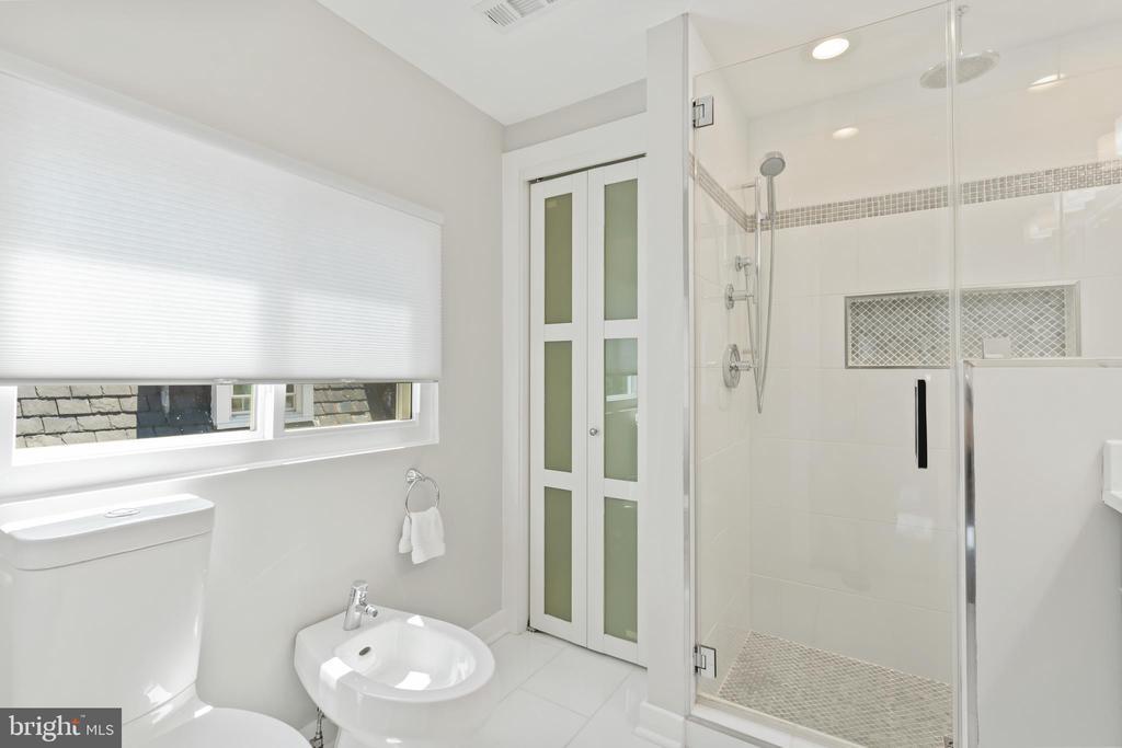 Bathroom 3 - Master Bath w/Linen Closet - 3518 10TH ST NW #B, WASHINGTON