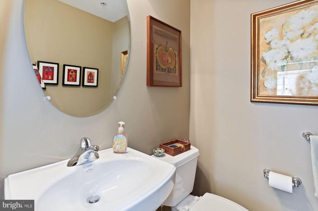 Half bath - 1000 N RANDOLPH ST #809, ARLINGTON