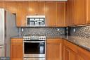New 5 burner, internet capable, gas range - 1000 N RANDOLPH ST #809, ARLINGTON
