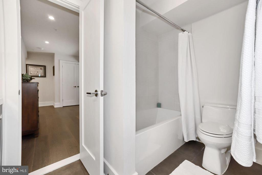 Sleek and modern bathroom with soaking tub - 407 RANDOLPH ST NW #1, WASHINGTON