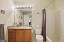 Full lower level bath with tile surround & granite - 20157 VALHALLA SQ, ASHBURN