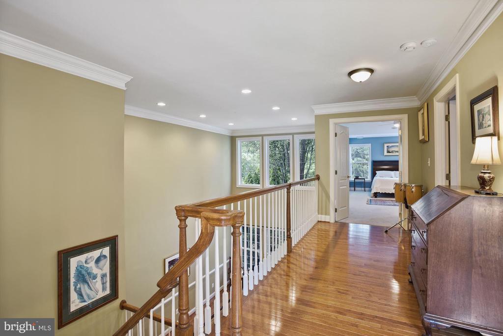 Hardwood stairs and upper level hallway - 20157 VALHALLA SQ, ASHBURN