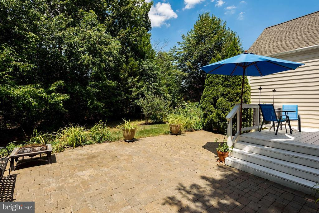 Large paver patio that is completely private - 20157 VALHALLA SQ, ASHBURN