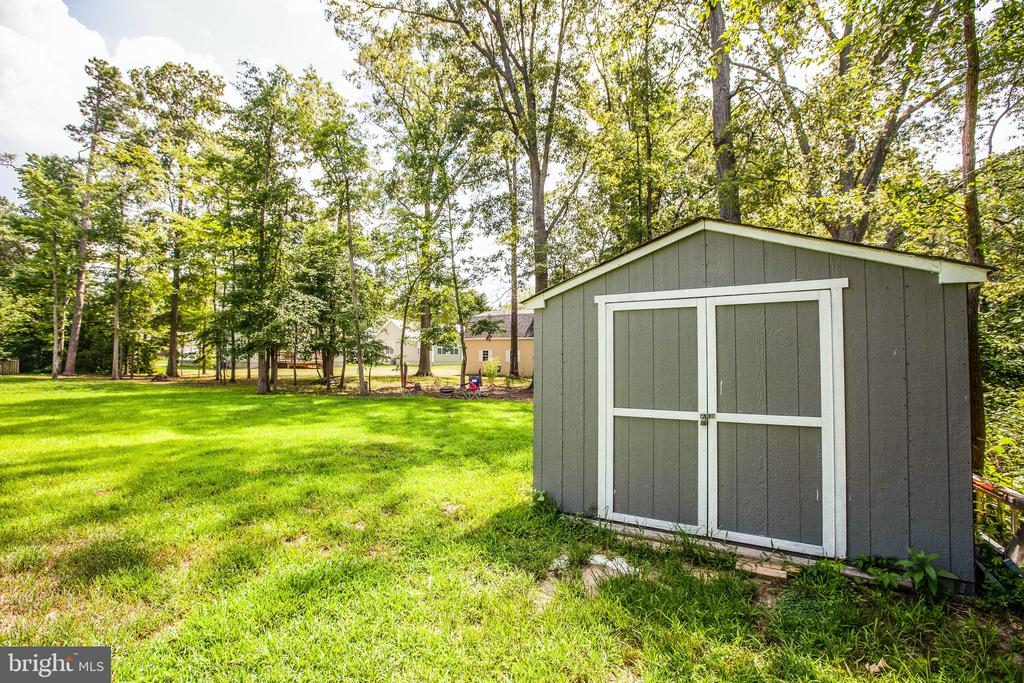 This new shed has room for your golf cart - 3110 RIVERVIEW DR, COLONIAL BEACH
