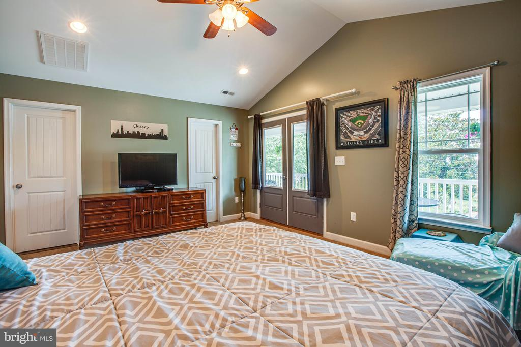 Master Bedroom has cathedral ceiling - 3110 RIVERVIEW DR, COLONIAL BEACH