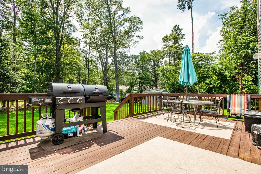 Lots of room for the grill and table - 3110 RIVERVIEW DR, COLONIAL BEACH