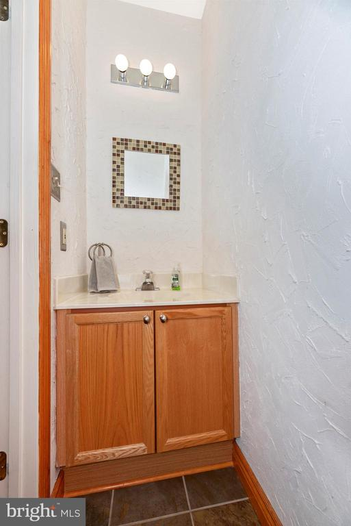 Main Level Powder Room - 2022 MALVERN WAY, FREDERICK