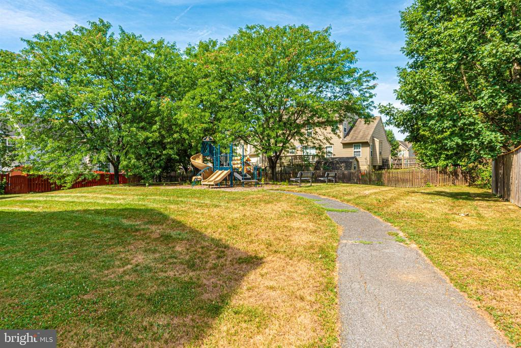 Community - 2022 MALVERN WAY, FREDERICK