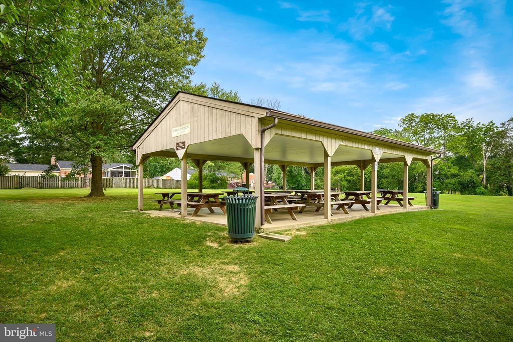 Hamilton Park Pavilion - 18 LADYSMITH CT, HAMILTON