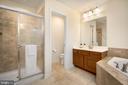 Owner's Suite Bathroom - 18 LADYSMITH CT, HAMILTON