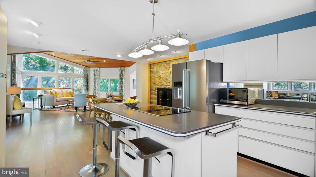 Kitchen - 10717 MEADOWOOD DR, VIENNA