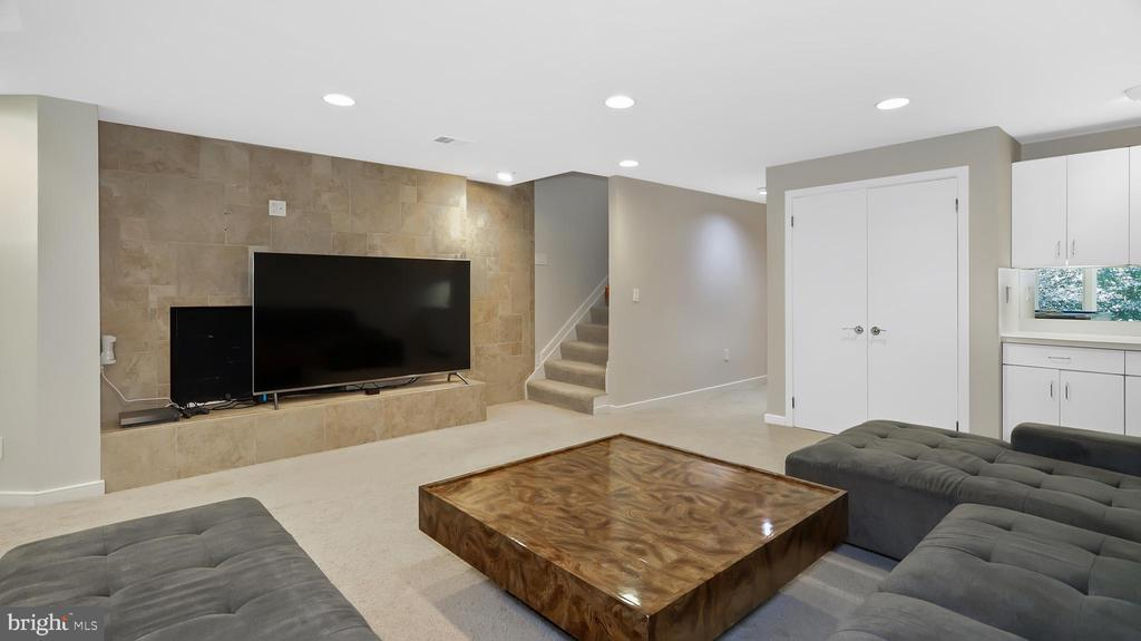 Rec room with fireplace - 10717 MEADOWOOD DR, VIENNA