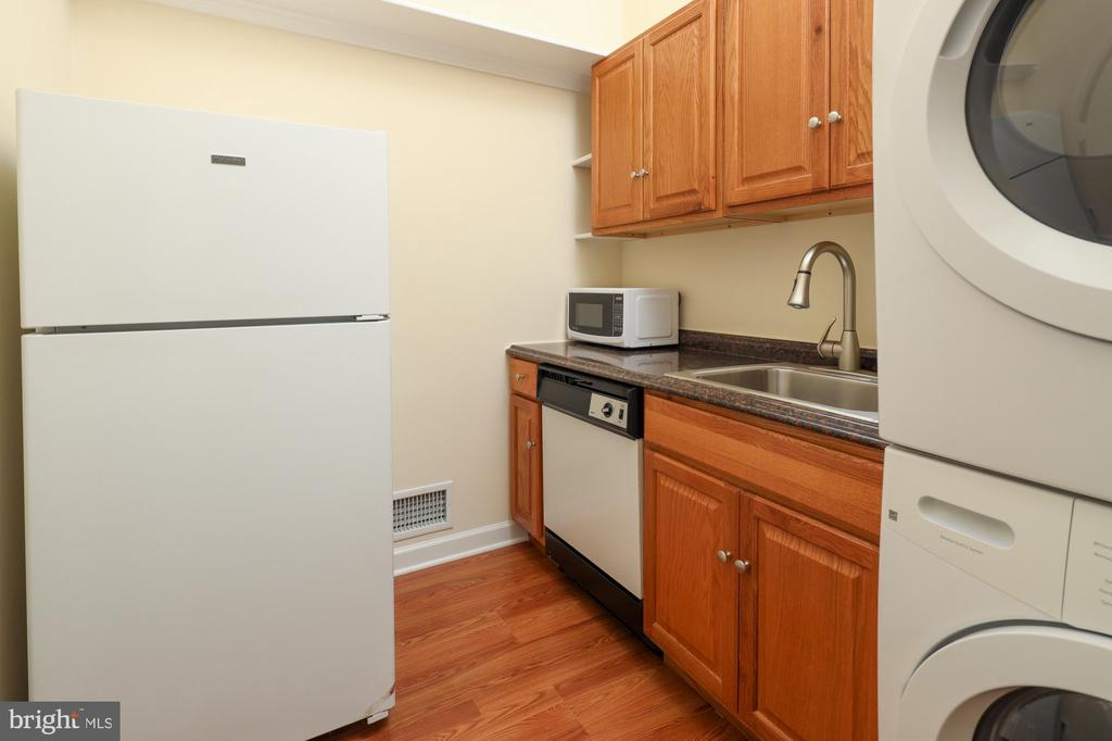 in-law suite kitchenette with laundry - 2516 1ST RD S, ARLINGTON