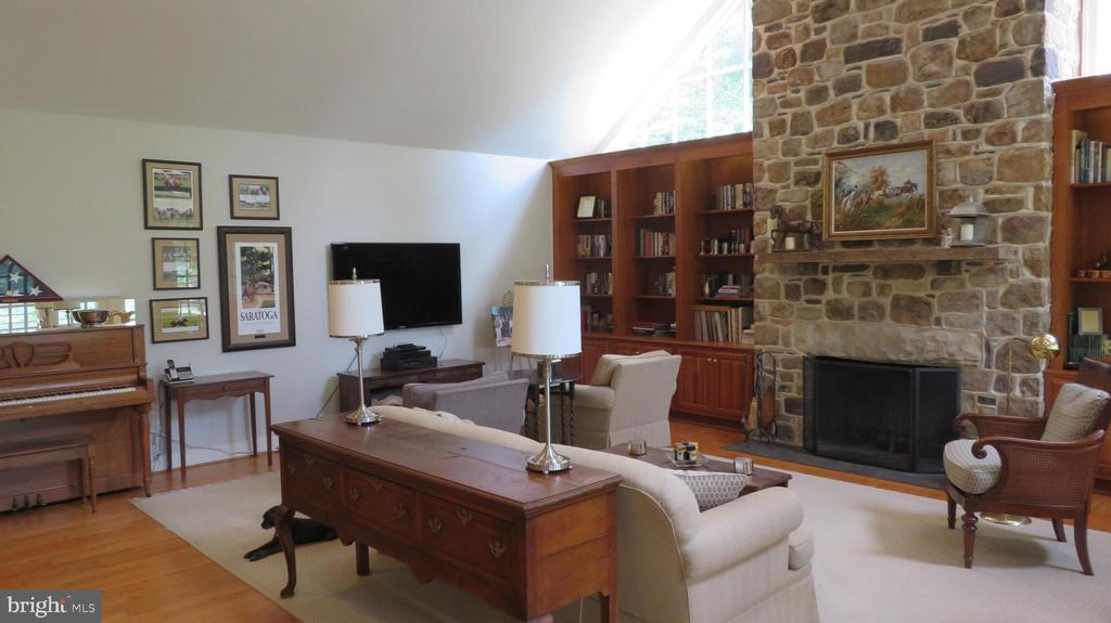 Stone Fireplace in Great Room - 25 CLOREVIA LN, FLINT HILL