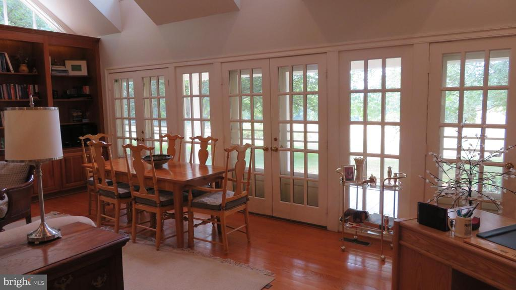 Dining Area in Great Room - 25 CLOREVIA LN, FLINT HILL