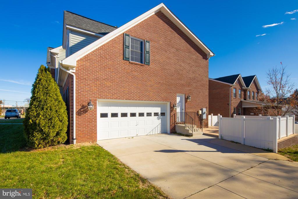 side entrance garage - 2516 1ST RD S, ARLINGTON