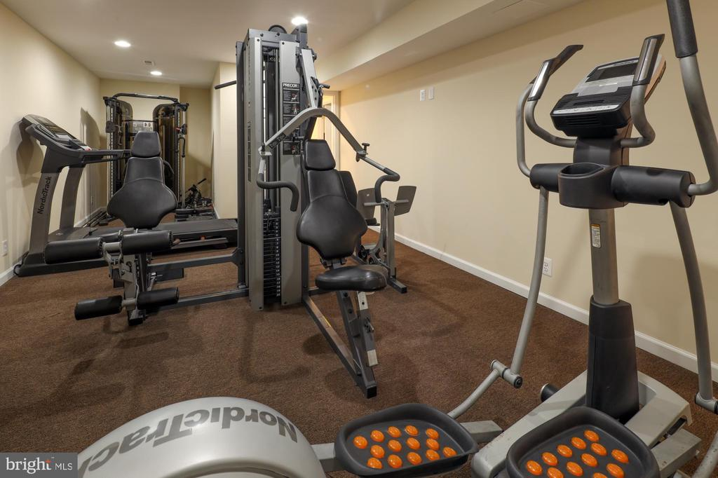 fully equipped gym - 2516 1ST RD S, ARLINGTON