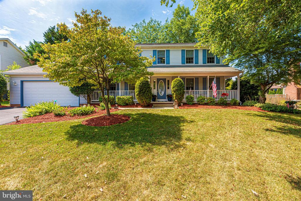 Welcome home to 18 Gray Fox Court! - 18 GRAY FOX CT, MIDDLETOWN