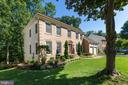 Side of home - 13937 VALLEY COUNTRY DR, CHANTILLY