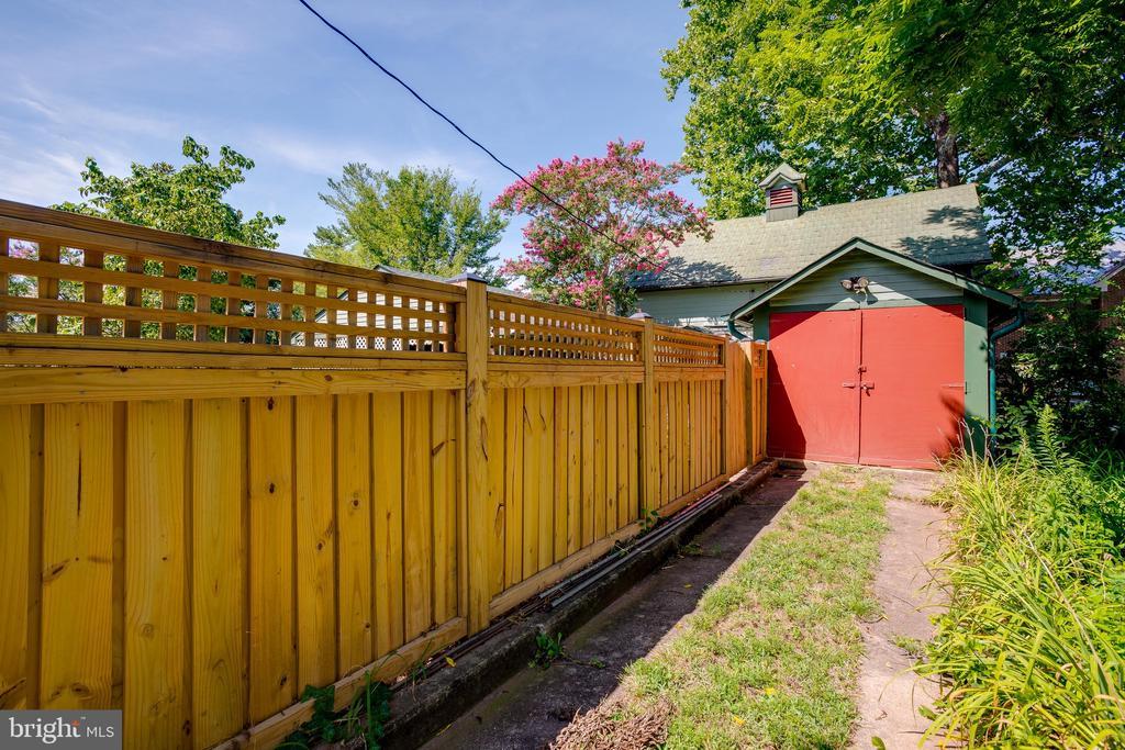 Storage shed - 9136 GRANT AVE, MANASSAS