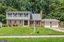 Great curb appeal-newer roof - 8800 PRUDENCE DR, ANNANDALE