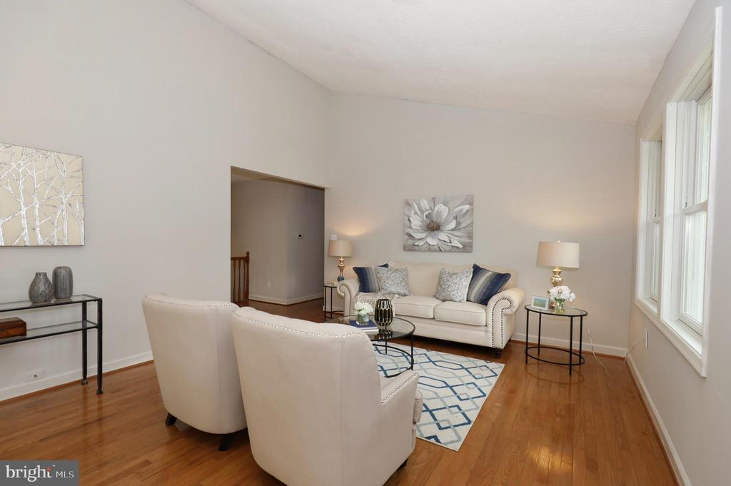 ML Living Room - 4124 HUNT RD, FAIRFAX