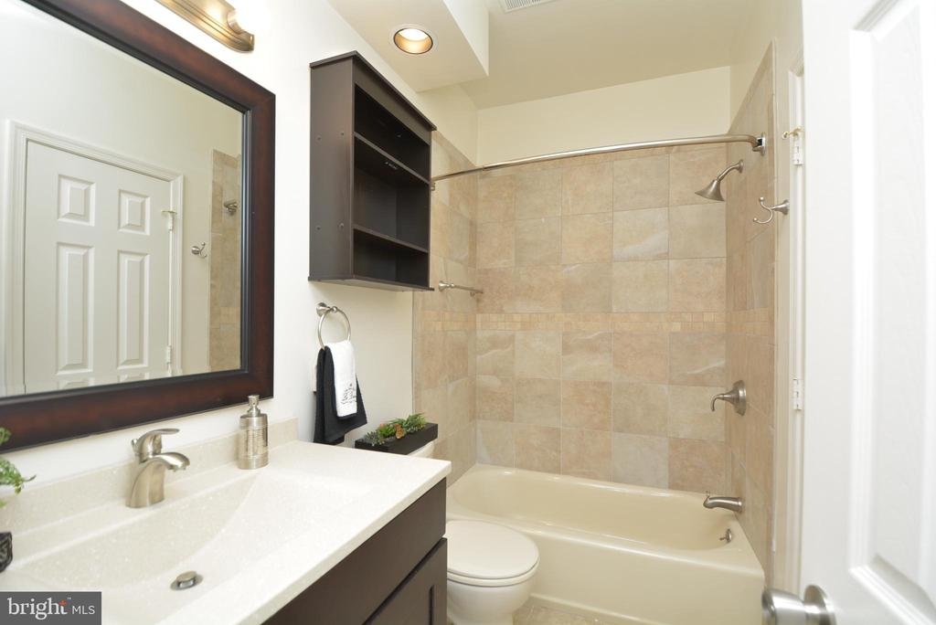 Still another view of the second bath - 7004 ELLINGHAM CIR #45, ALEXANDRIA