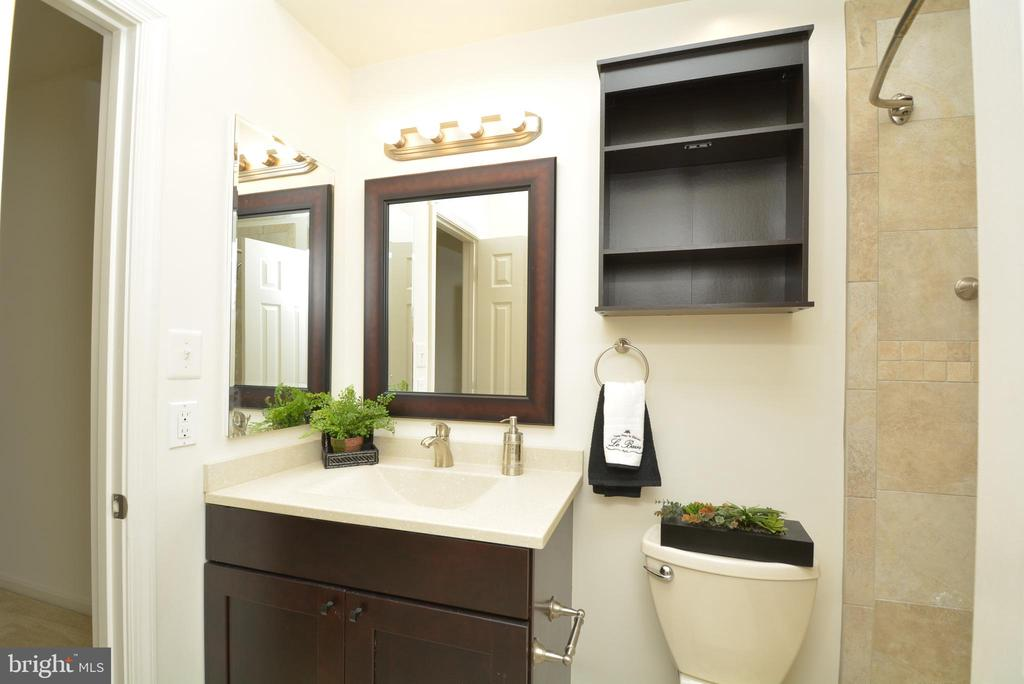 View of updated second bathroom - 7004 ELLINGHAM CIR #45, ALEXANDRIA