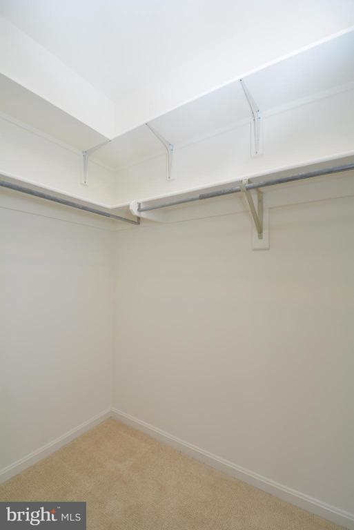 Large walk in master closet - 7004 ELLINGHAM CIR #45, ALEXANDRIA