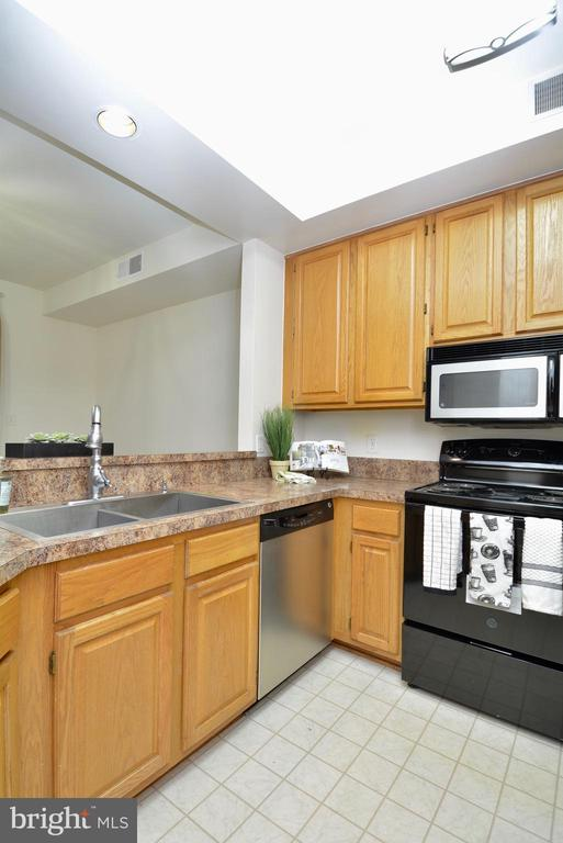 Another view of the kitchen area - 7004 ELLINGHAM CIR #45, ALEXANDRIA