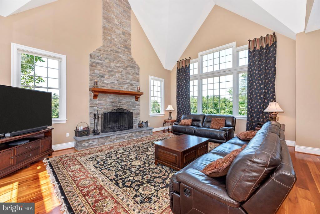 Natural light with abundance of windows - 12788 BARNETT DR, MOUNT AIRY