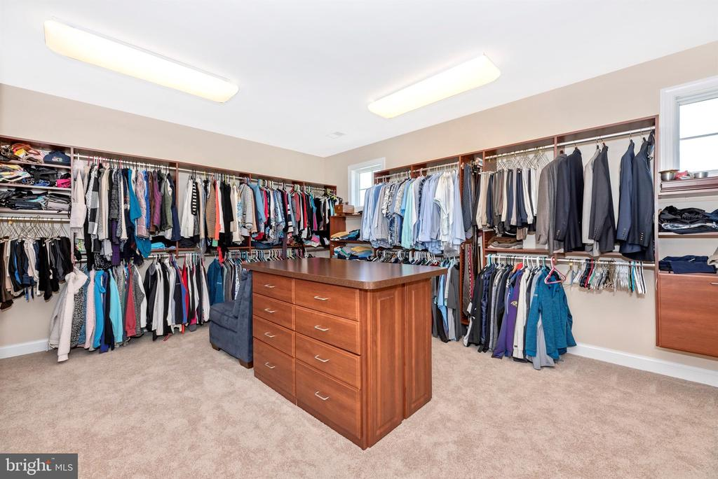 Master closet with island - 12788 BARNETT DR, MOUNT AIRY